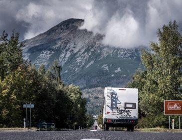 Prowadzenie kampera – jakie prawo jazdy?
