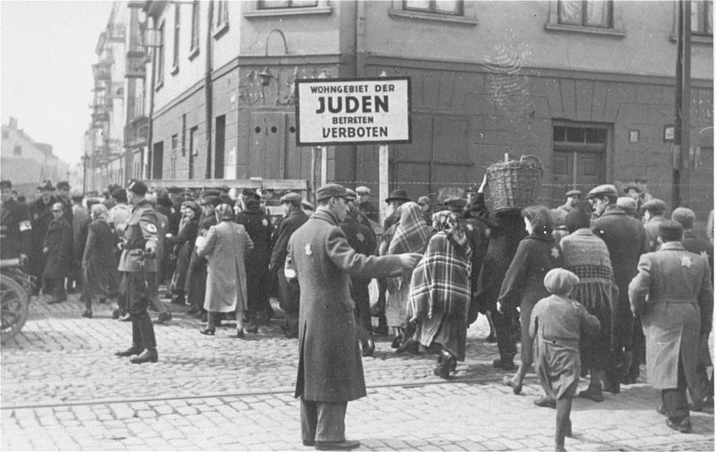 1024px-Directing_pedestrian_traffic_in_the_Lodz_ghetto