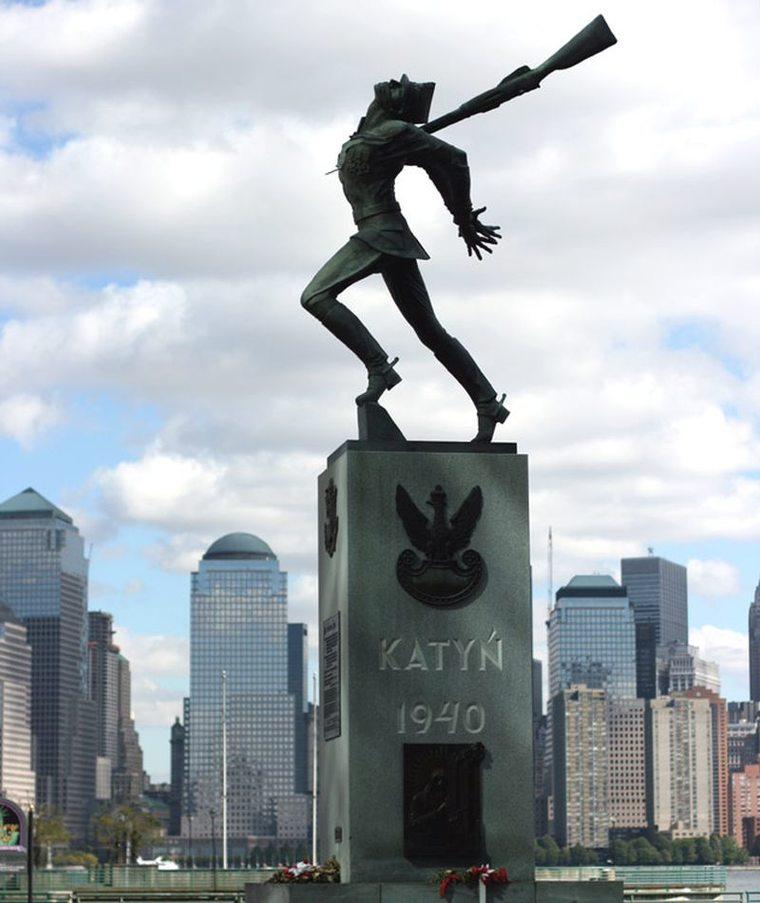 Sprawa pomnika katyńskiego i zgorszenie
