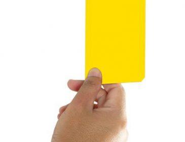Żółta kartka dla PiS-u
