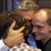 Rodzice Dawida i Daniela oraz Wojciech Leszek Pomorski, prezes Polskiego Stowarzyszenia Rodzice Przeciw Dyskryminacji Dzieci w Niemczech, po ogłoszeniu postanowienia sądu.