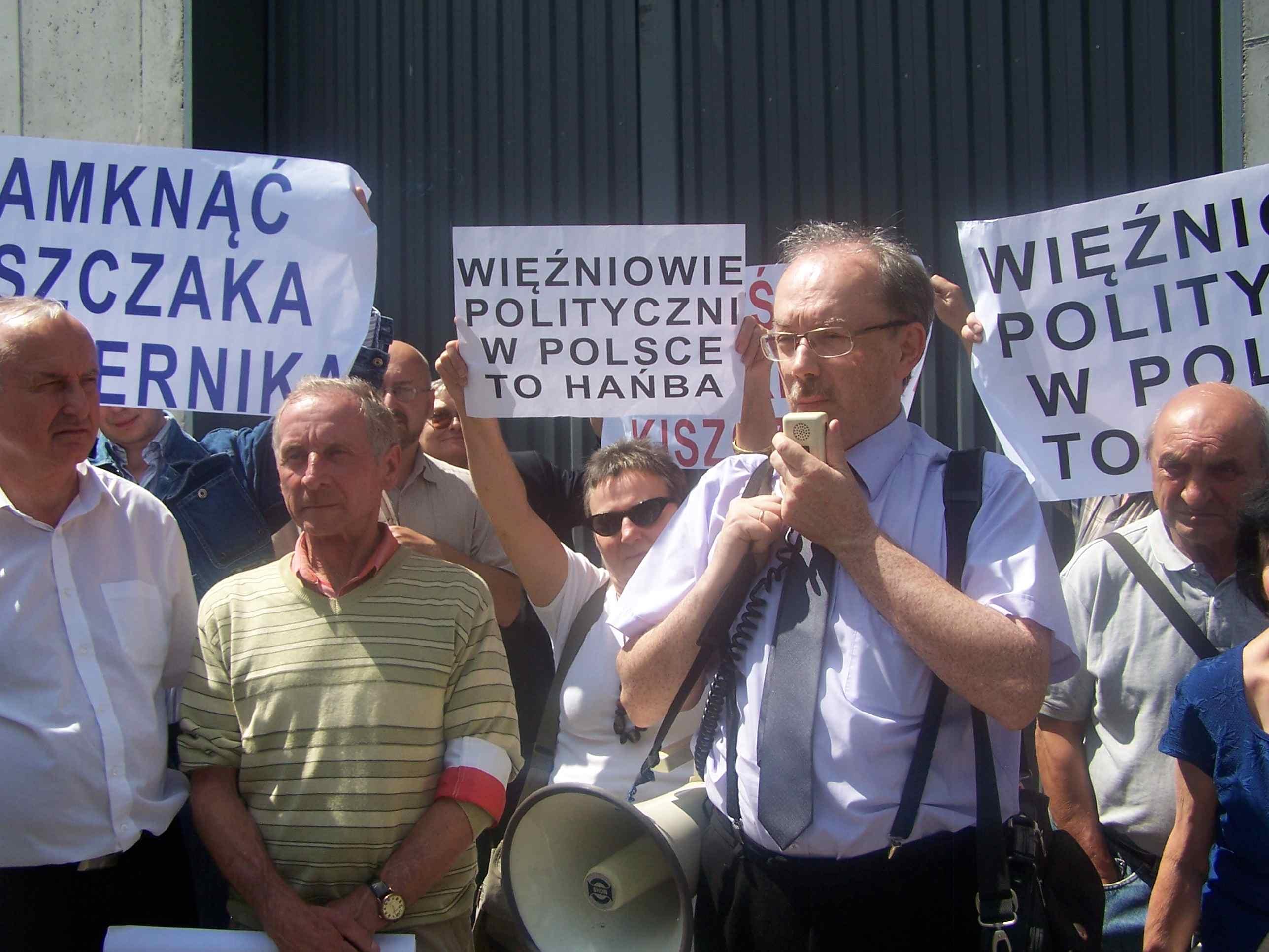 WOLNY CZYN: Status więźnia politycznego