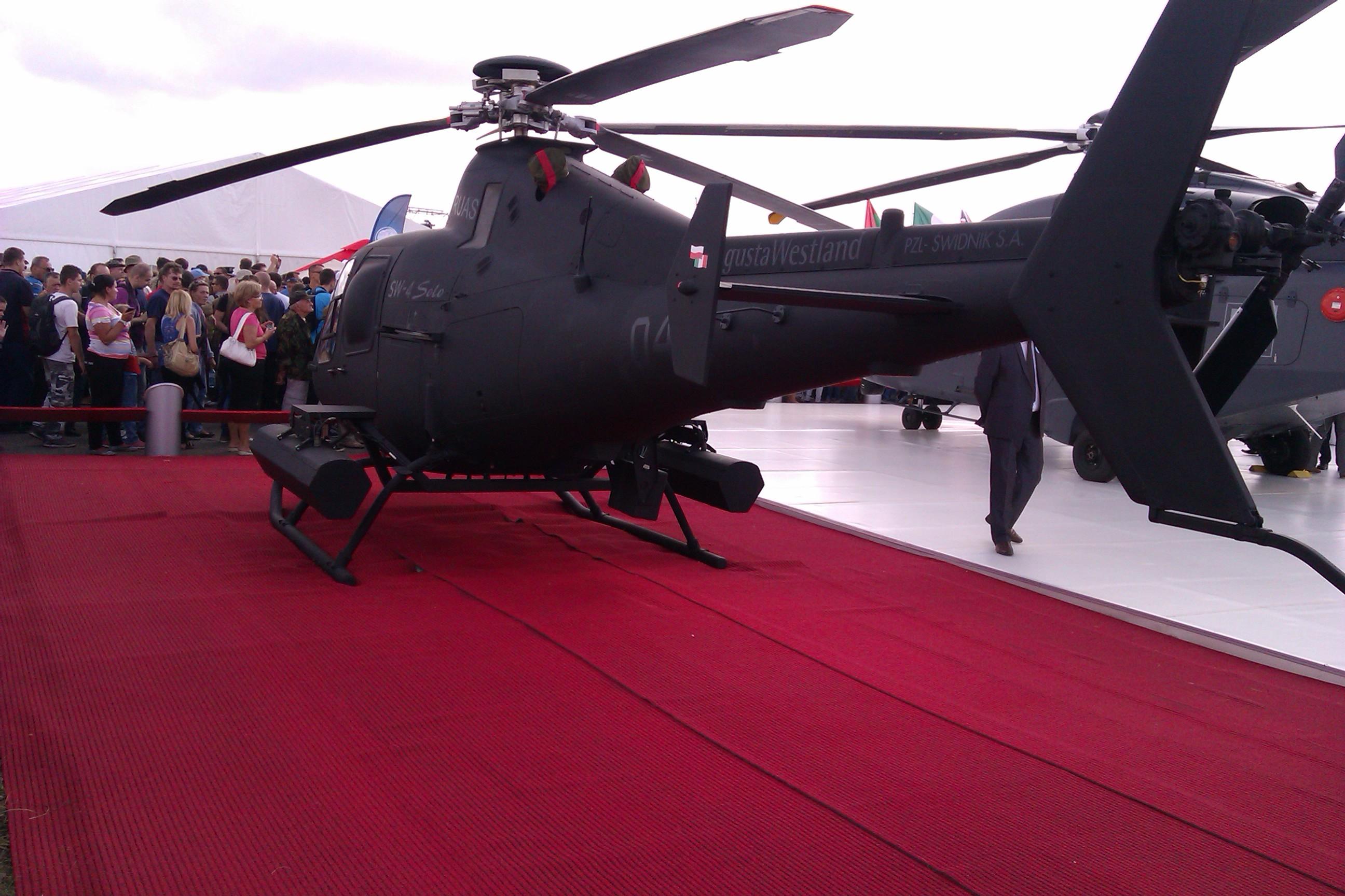 Helikopter na czerwonym dywanie