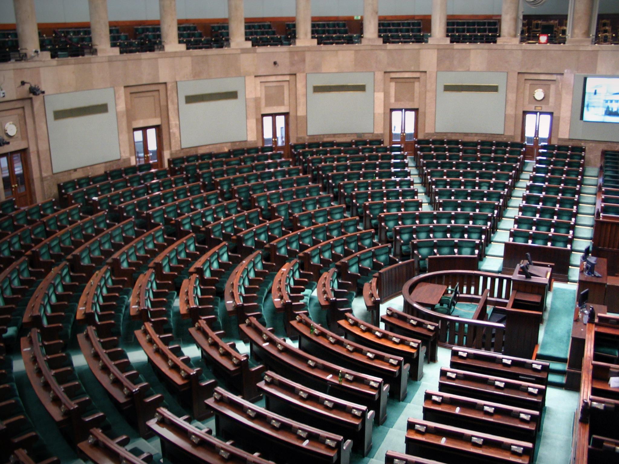PiS'owscy przedstawiciele Narodu uciekają z Sejmu
