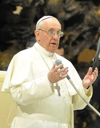 Papież Franciszek rozmawia z włoskim Michnikiem
