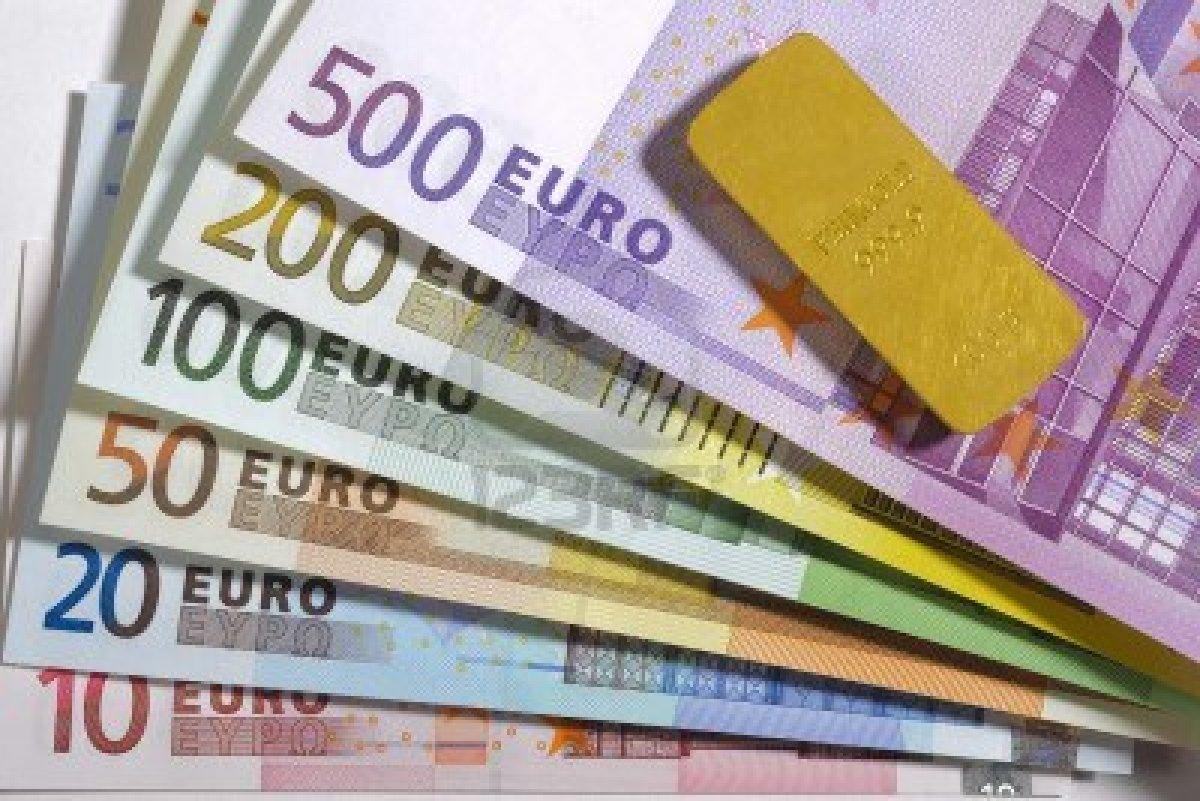 Czy Polska powinna przystąpić do strefy euro?
