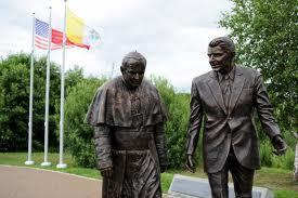 Co za łotr odciął rekę z pomnika Reagana w Gdańsku!
