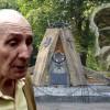 dr Skonka i pomnik