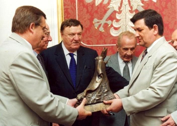 Z inicjatywy Jana Kobylańskiego powstała potężna polska struktura polityczna o zasięgu globalnym – Ogólnoświatowa Konfederacja Organizacji Polskich
