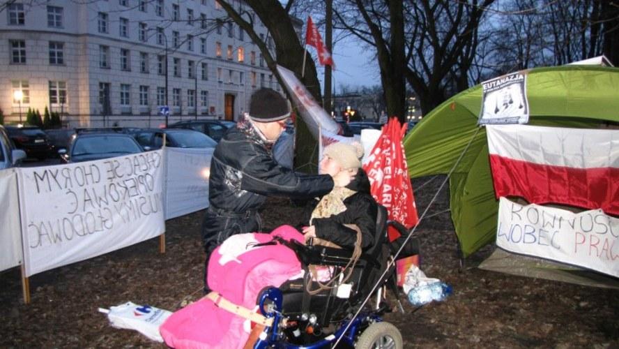 Protest 27 marca 2014  do skutku autor: Monika Gosławka RMF FM http://www.rmf24.pl/fakty/polska/news-protestacyjny-weekend-w-sejmie,nId,1399631#
