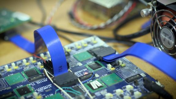 Mikro czip 9000 razy szybszy niż PC