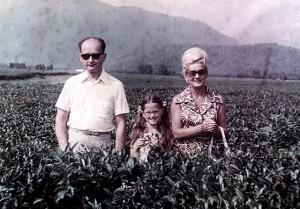 Związek Radziecki lata 70. Minister obrony narodowej, generał Wojciech Jaruzelski z żoną Barbarą i córką Moniką na Kaukazie