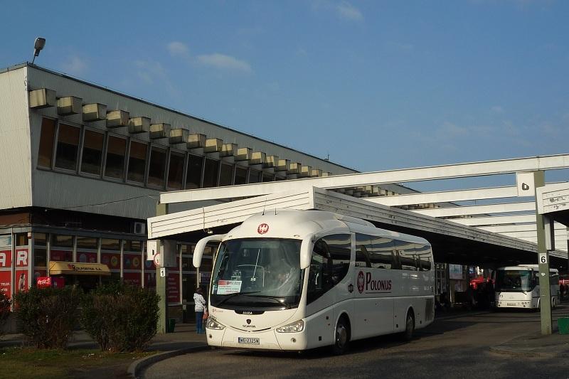 PKS Polonus  segreguje pasażerów.
