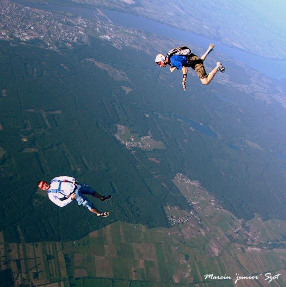 Polska z lotu ptaka – poznaj spektakularne widoki dzięki skokom spadochronowym