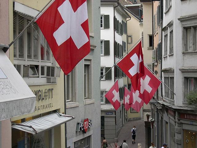 Szwajcarzy chcą waluty opartej na złocie