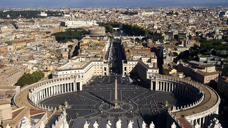 Kto zdradził w Watykanie? Finanse kościoła