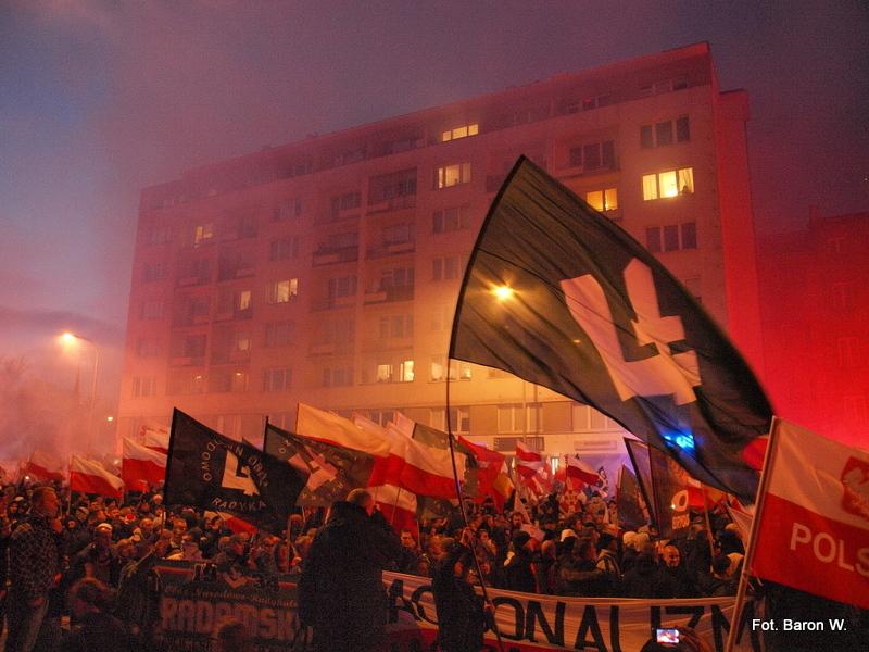 """Marsz Niepodległości – Po co polscy patrioci """"kopią się z koniem"""" nacjonalizmu?"""