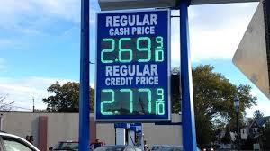 Tania benzyna – to też niedobrze…