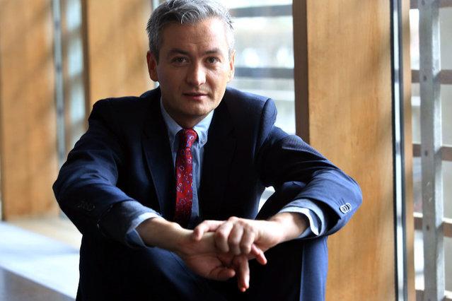 Robert Biedroń – człowiek, który naprawdę wygrał wybory?