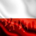 thstck_polska_flaga_ludzie_600-605x417