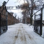 640px-Auschwitz_I_entrance_snow