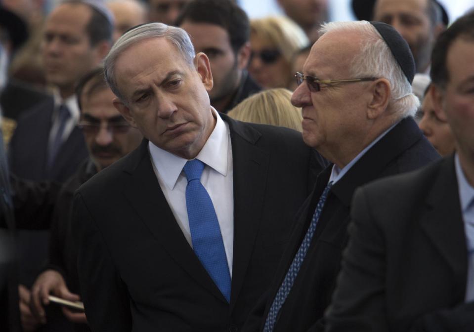 W Paryżu Netanyahu łokciami wpychał się na front.Tusk też