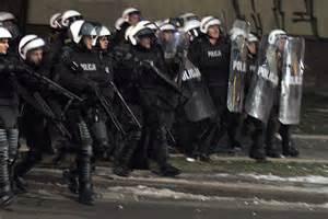 Polacy nie chcą dostępu do broni. Nas broni policja!