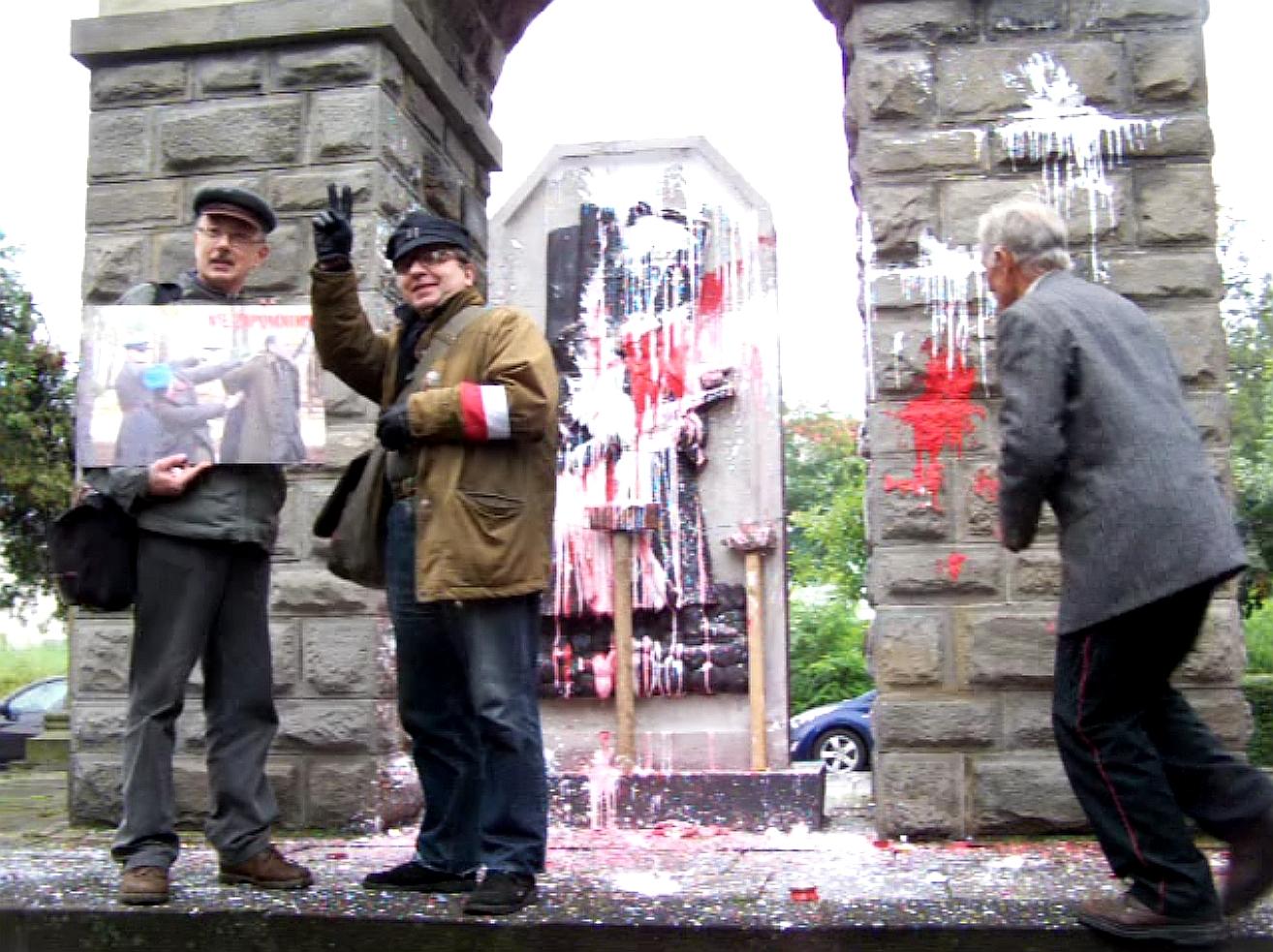 WOLNY CZYN: Zemsta zza grobu: proces o znieważenie pomnika NKWD w Katowicach