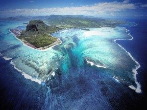 Underwater_Waterfall_Illusion_at_Mauritius_Island_