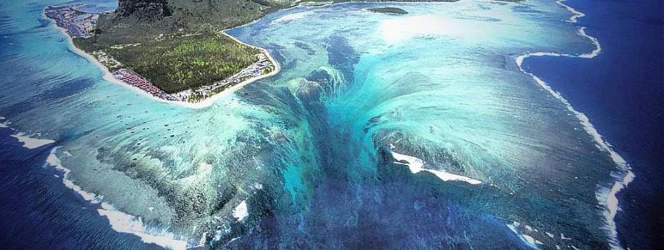 Underwater_Waterfall_Illusion_at_Mauritius_Island_