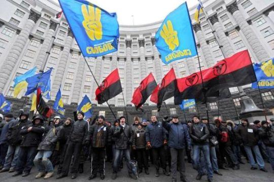 Balansując nad ideologiczną przepaścią Ukrainy