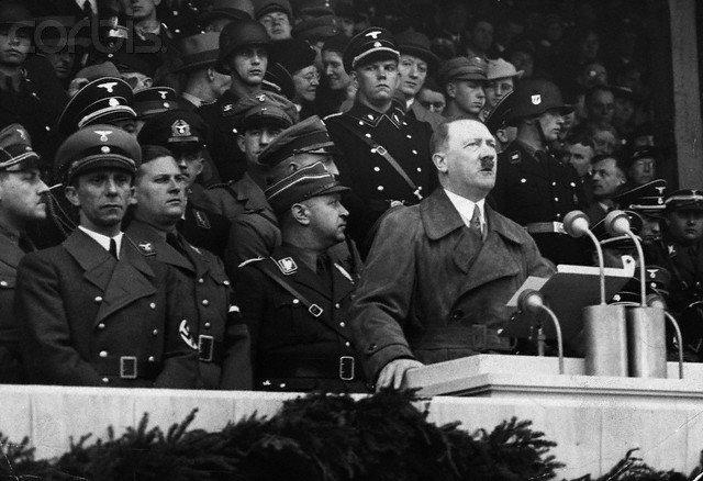 Hitler – socjalista drażni lewicę