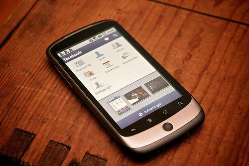 Czy osoby starsze powinny mieć telefon komórkowy?