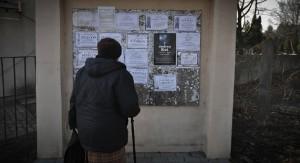 8. Tablica ogłoszeń cmentarza na Majdanku w Lublinie