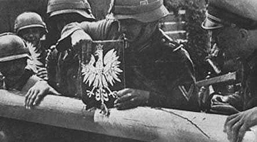 Niemcom chodzi o reparacje wojenne i słabą Polskę
