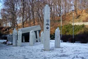 odsloniety-4.-grudnia-2007-pomnik-pamieci-gornictwa-walbrzyskiego.-gornictwo-zyje-poki-sa-biedaszyby...-fot