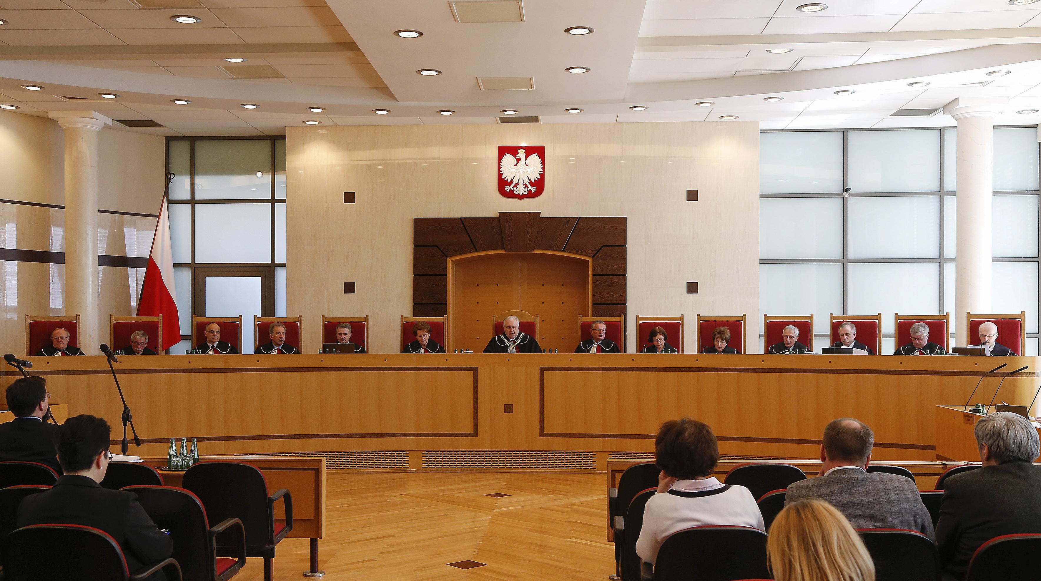 Postępowania karnego ws. wyroków TK z 3 i 9 grudnia nie będzie. Sąd wzywa policję i grozi wyrzuceniem z rozprawy