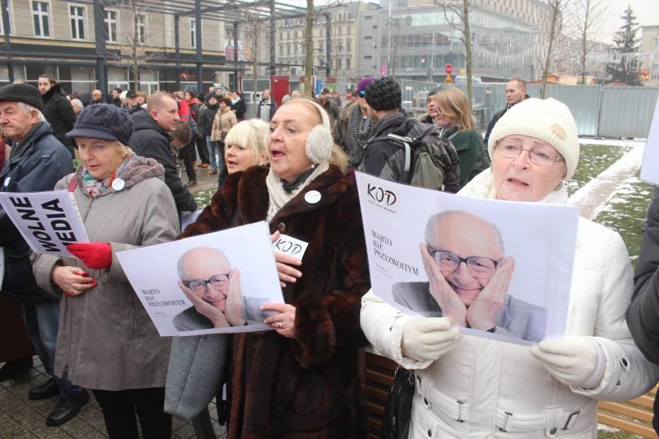 Biedroń vs. Kijowski, czyli: dlaczego prowincja ma KOD w d…