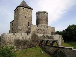 zdjecie,pelne,496792,20140706,krolewski-zamek-bedzinski-sredniowieczna-warownia-obronna-wzniesiona-przez-kazimierza-wielkiego-w-systemie-tzw-orlich-gniazd