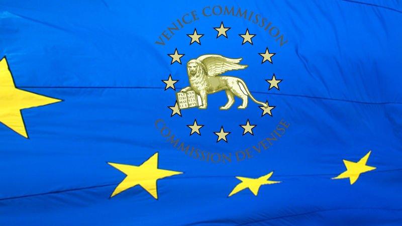 Opinia Komisji Weneckiej – błędy, uproszczenia i manipulacje