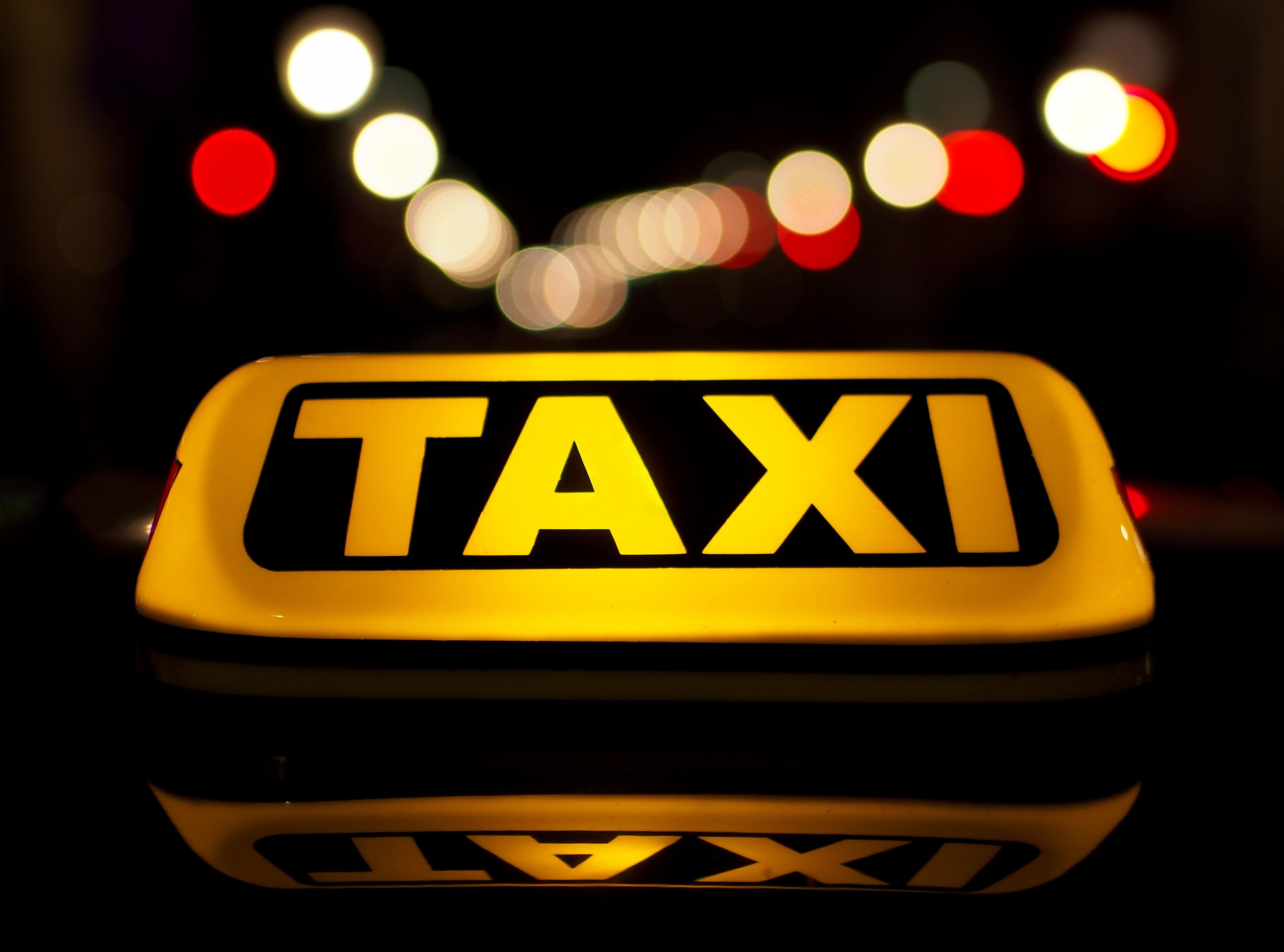 Koniec z mandatami za brak koła zapasowego w taksówce!