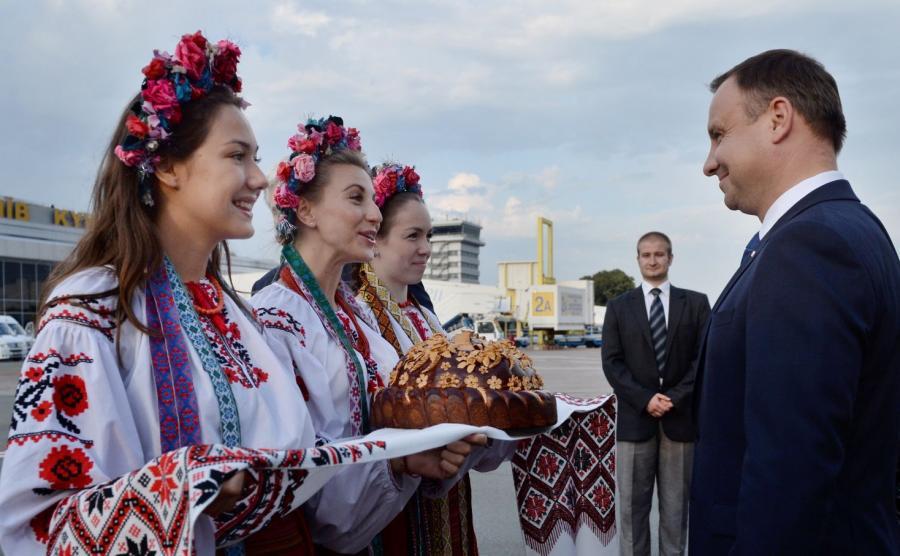 WOLNY CZYN: Polityka ukraińska Prezydenta w wersji urojonej
