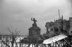 Miasto rozstrzelane. Jak bohaterską klęskę Powstańców, czyli Zło – w Dobro przemienić (2)