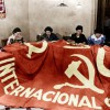 Des membres des Brigades Internationales Communistes (anti-franquistes) realisent un grand drapeau avec la faucille et le marteau pendant la Guerre civile d'Espagne en 1936  ----  Making of a flag for the International Communist Brigade (anti-francoist) during the spanish civil war in 1936 colorized document