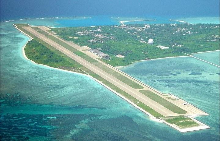 Chińskie pasy startowe na sztucznych wyspach