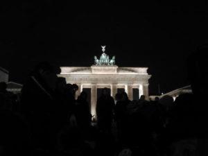 """""""Titanic"""" tonie a Berlin czuwa, by tonął radośnie…"""