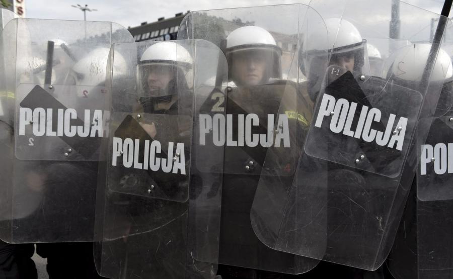 9251508-policja-podczas-marszu-rownosci-900-555