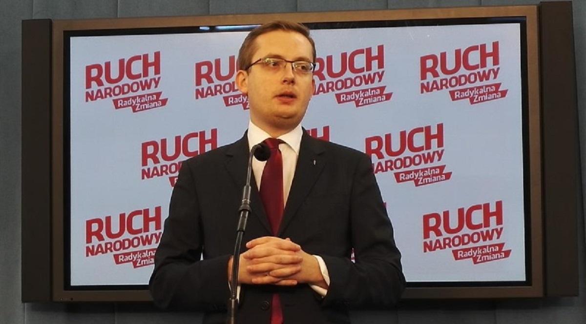 """""""Utrwalanie władzy"""" – prezes RN Robert Winnicki podsumowuje rok rządów PiS"""