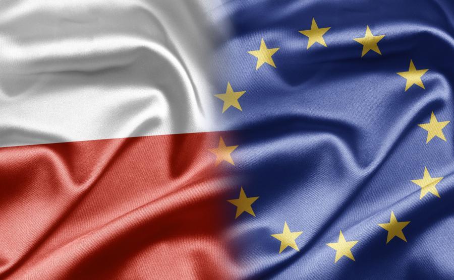Palić czy nie? Co nieco o ochronie flagi unijnej