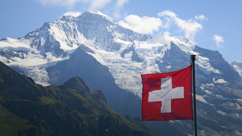 Szwajcarzy uważają, że bogactwo pochodzi tylko i wyłącznie z pracy